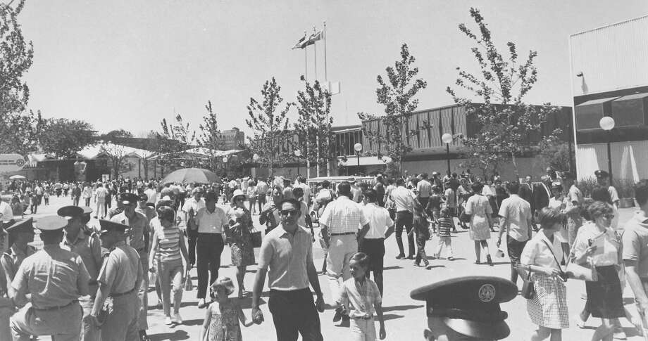 Crowds move between HemisFair Lake, General Motors and the Kino-Auto Mat during HemisFair '68 on July 16, 1968. Photo: San Antonio Express-News File Photo
