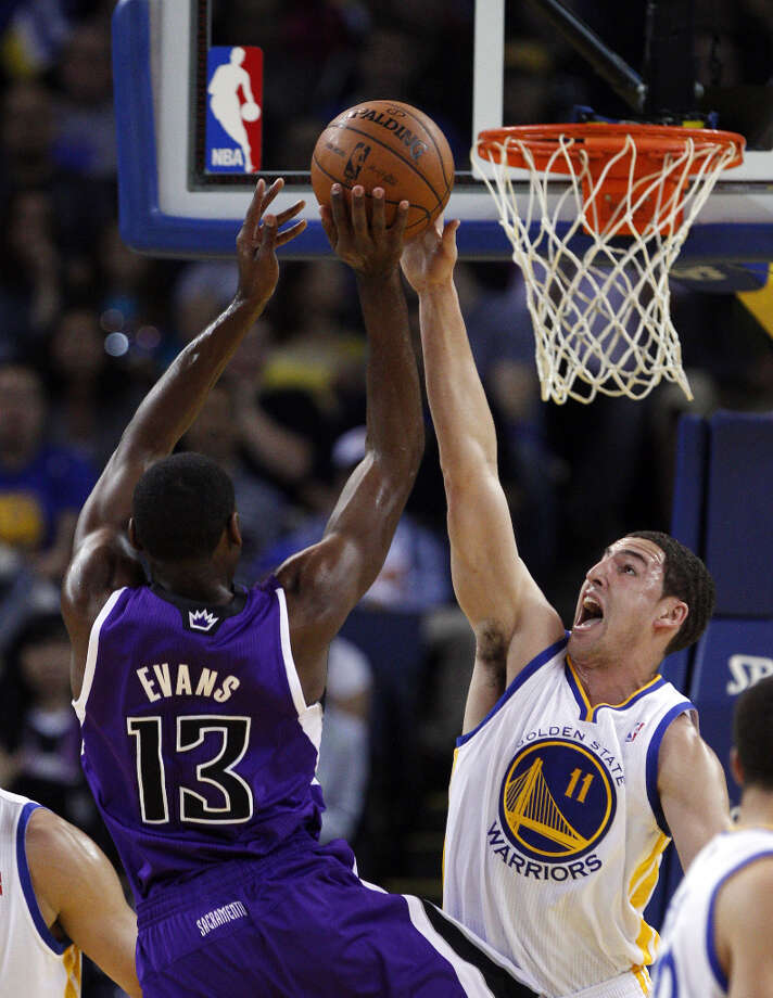 Klay Thompson (11) guards against Sacramento's Tyreke Evans (13) in the first half. Photo: Carlos Avila Gonzalez, The Chronicle / ONLINE_YES