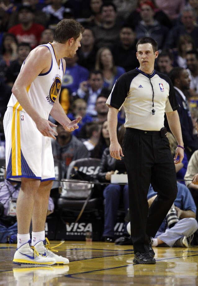 David Lee (10) tries to argue a call with a referee in the first half. Photo: Carlos Avila Gonzalez, The Chronicle / ONLINE_YES