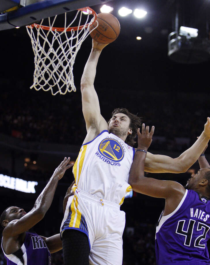 Andrew Bogut (12) dunks in the first half. Photo: Carlos Avila Gonzalez, The Chronicle / ONLINE_YES