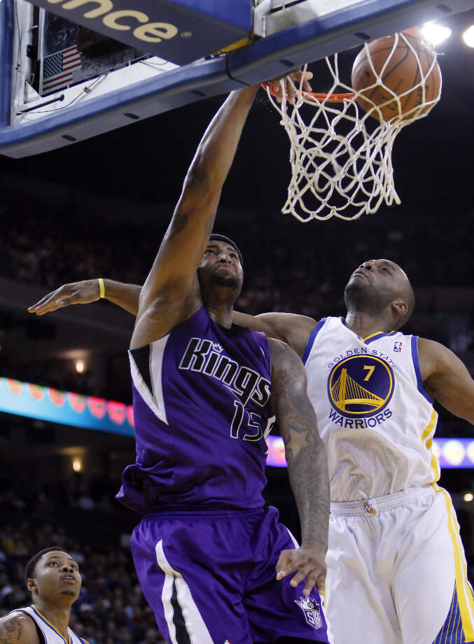 DeMarcus Cousins (15) dunks the ball as he is defended by Carl Landry (7) in the second half. Photo: Carlos Avila Gonzalez, The Chronicle / ONLINE_YES