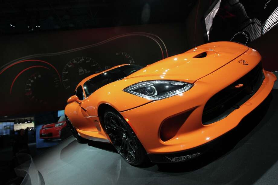 The Chrysler Group LLC Dodge SRT Viper is displayed at the company's booth during the 2013 New York International Auto Show in New York, U.S., on Thursday, March 28, 2013. Photo: Jin Lee, Bloomberg / © 2013 Bloomberg Finance LP
