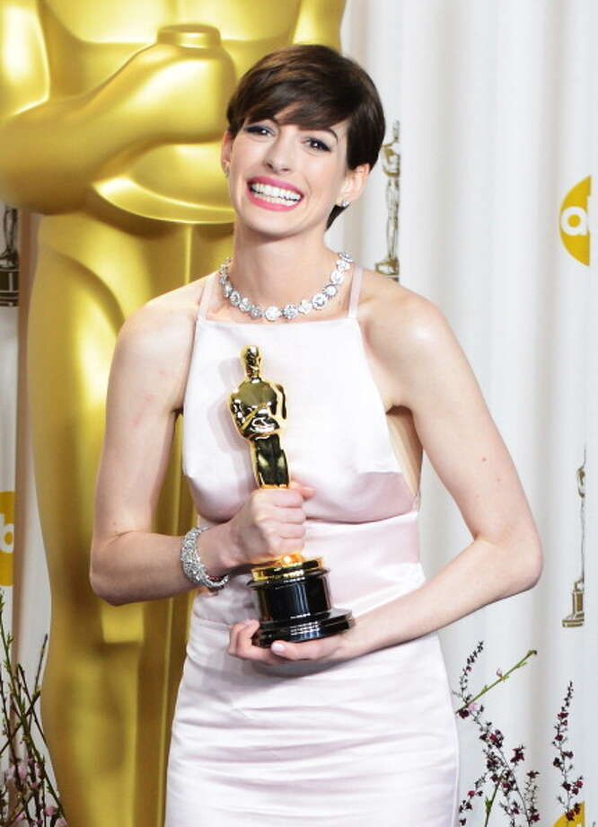 Anne Hathaway poses in the press room during the Oscars at Loews Hollywood Hotel on February 24, 2013 in Hollywood, California. Photo: Jeff Kravitz, FilmMagic / 2013 Jeff Kravitz