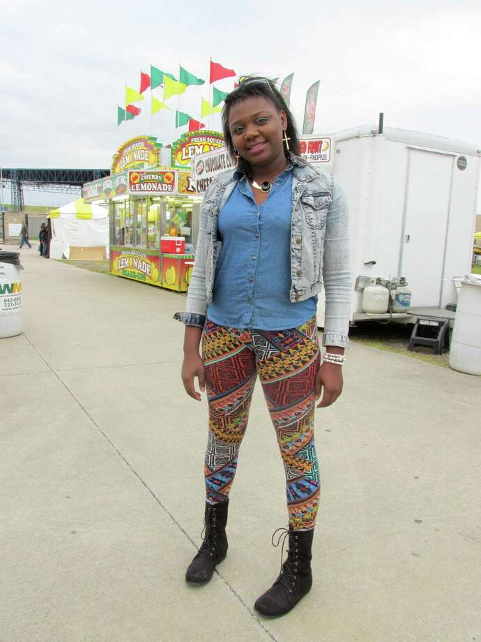 Latroya Bell, 29 Where: South Texas State Fair One thing you do for fun: Movies and bowling Your style: I m different. I wear everything and I throw something on. Wearing: Everything from Forever 21 Oh, and one more thing: I m outgoing and I m a mom of two. Photo: Grace Mathis