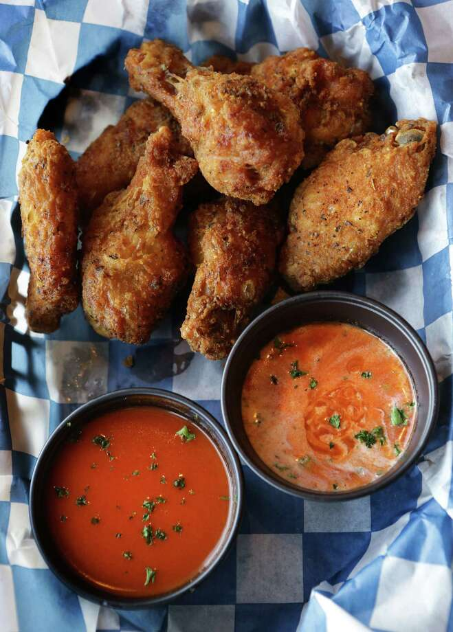 Wings Italiano is served with Buffalo and ranch sauces at Mona Lisa's Gourmet Pizzeria at the Rim. Photo: Photos By Bob Owen / San Antonio Express-News