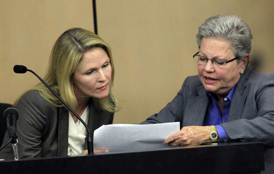 John Goodman's girlfriend, Heather Hutchins, looks over cell phone records with prosecutor Ellen Roberts during her testimony during court on Wednesday, March, 14, 2012, in West Palm Beach, Fla. Goodman is accused of driving drunk and causing a wreck with 23-year-old Scott Wilson in which Wilson drowned in a canal.  (AP Photo/The Palm Beach Post, Lannis Waters, Pool) Photo: Lannis Waters, Associated Press / Pool, Palm Beach Post