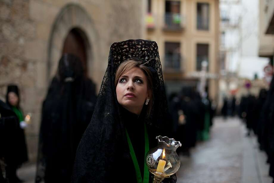 A  mantilla-wearing penitent looks up during the Holy Week procession of the Cofradia de la Virgen de la Esperanza on March 28, 2013 in Zamora, Spain. Easter week is traditionally celebrated with processions in most Spanish towns.  (Photo by Pablo Blazquez Dominguez/Getty Images) *** BESTPIX *** Photo: Pablo Blazquez Dominguez, Getty Images