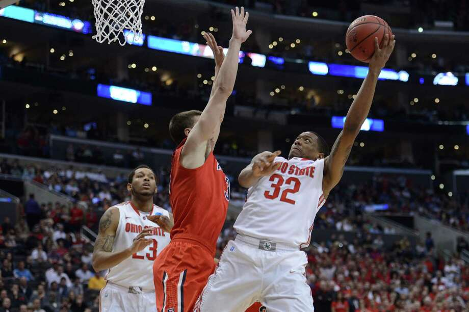 LOS ANGELES, CA - MARCH 28:  Lenzelle Smith, Jr. #32 of the Ohio State Buckeyes goes up for a shot against Kaleb Tarczewski #35 of the Arizona Wildcats in the second half during the West Regional of the 2013 NCAA Men's Basketball Tournament at Staples Center on March 28, 2013 in Los Angeles, California. Photo: Harry How, Getty Images / 2013 Getty Images