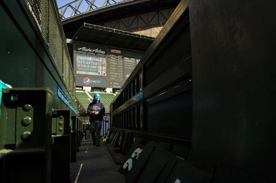 Less than two weeks before the first pitch of the upcoming baseball season, Safeco Field's new ''MarinersVision'' high-definition LED screen was unveiled Thursday in Seattle.