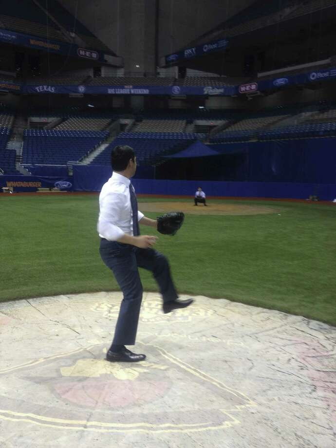 Mayor Julián Castro tries pitching in the Alamodome to Councilman Rey Saldaña. Photo: Courtesy Photo