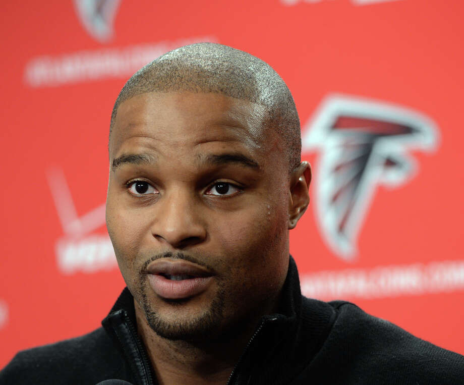 Free-agent defensive end Osi Umenyiora speaks to reporters in Flowery Branch, Ga., after signing a a two-year deal with the NFL football Atlanta Falcons, Thursday, March 28, 2013. (AP Photo/Atlanta Journal-Constitution, Johnny Crawford)  MARIETTA DAILY OUT; GWINNETT DAILY POST OUT; LOCAL TV OUT; WXIA-TV OUT; WGCL-TV OUT Photo: JOHNNY CRAWFORD