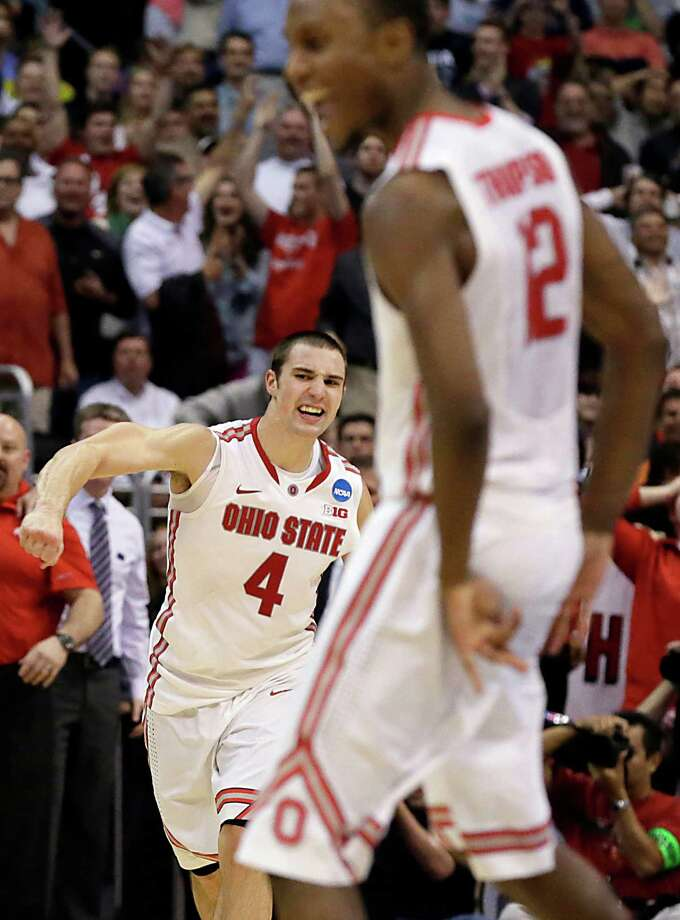 Ohio State's Aaron Craft, left, added the game-winning assist to his 13 points against Arizona. Photo: Robert Gauthier, MBR / Los Angeles Times