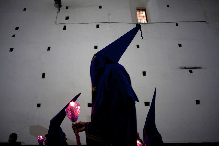 Ecuadorean catholics pray as they walk during the Silence Procession of Maundy Thursday on March 29, 2013 in Quito, Ecuador. Photo: Edu Leon/CON, LatinContent/Getty Images / 2013 Edu Leon