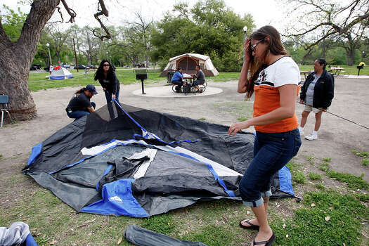 Yvette Tejeda (right), Patty Gonzalez and Mike Rodriguez set up a tent in Brackenridge Park on Thursday, April 1, 2010. They've been camping at the park for Easter for the last six years.  Photo: KIN MAN HUI, SAN ANTONIO EXPRESS-NEWS / kmhui@express-news.net