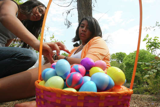 Angela Rodriguez (left) and Monalisa Escobedo fill plastic eggs with toys, money, and candy Sunday March 23, 2008 while spending Easter with family in Brackenridge Park. Photo: EDWARD A. ORNELAS, SAN ANTONIO EXPRESS-NEWS / SAN ANTONIO EXPRESS-NEWS