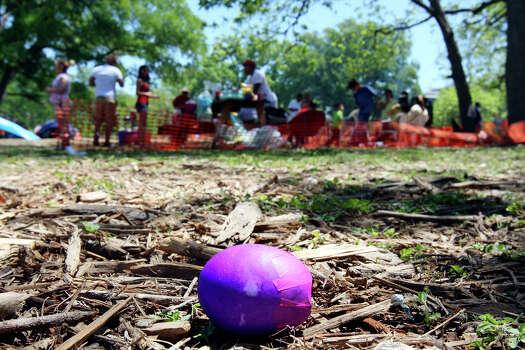 A cascaron lies on the ground Easter Sunday April 12, 2009 at Brackenridge Park. Photo: EDWARD A. ORNELAS, SAN ANTONIO EXPRESS-NEWS / eaornelas@express-news.net