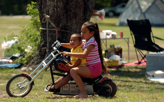 Jazmin Lucio, 8, gives Julian Coronado, 2, a ride on Easter Sunday 2006 at Brackenridge Park. The Lucio family has been going to Brackenridge Park on Easter Sunday for years. Photo: JOHN DAVENPORT, SAN ANTONIO EXPRESS-NEWS / SAN ANTONIO EXPRESS-NEWS