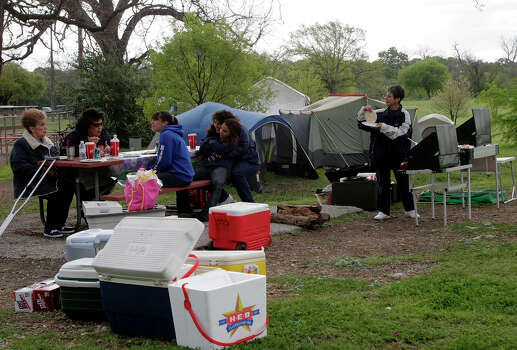 Easter morning finds Brackenridge Park full of campers, families preparing for Sunday picnics and folks working on staying warm in the face of a chilling wind. Here, carrying on a long family tradition of Easter picnics in Brackenridge are, from the left, Melva Morales, Letty Bissaro, Maricela Bissaro, 12, Lidia Morales-Dellert, Meagan Morales-Dellert, 12, and Linda Morales. 03/27/05 Photo: J. MICHAEL SHORT, SPECIAL TO THE EXPRESS-NEWS / SAN ANTONIO EXPRESS-NEWS