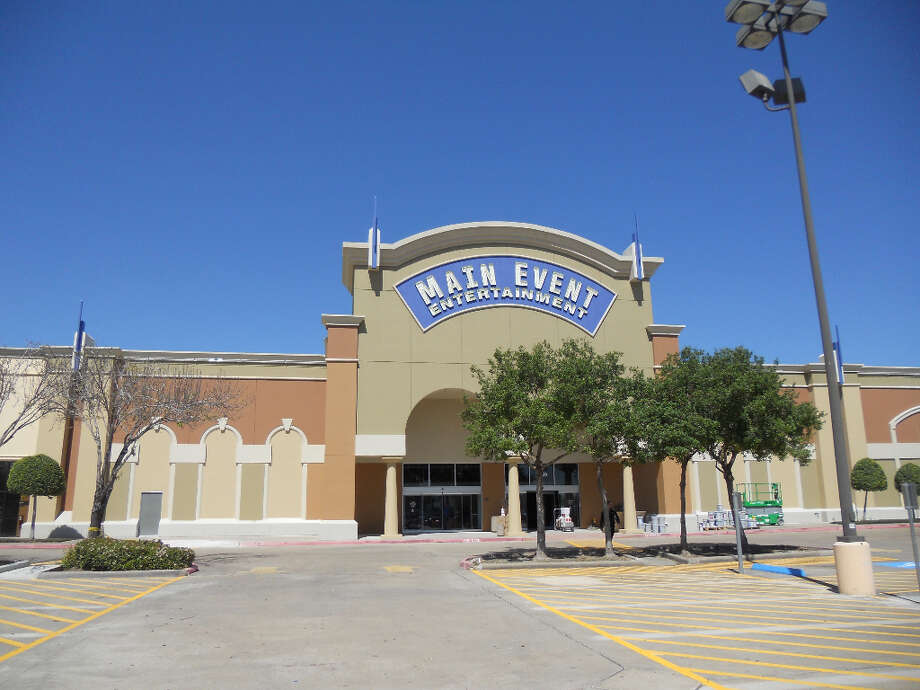 Main Event Entertainment is now open in the Fountains on the Lake shopping center at U.S. 59 and Kirkwood.