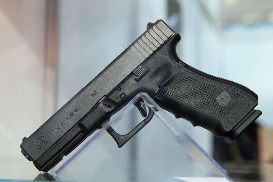9x19 Glock 17 Photo: Vitaly V. Kuzmin, Wikimedia Commons