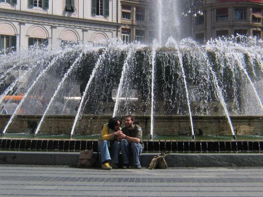 Piazza di Ferrari fountain Photo: Spud Hilton, The Chronicle / The Chronicle