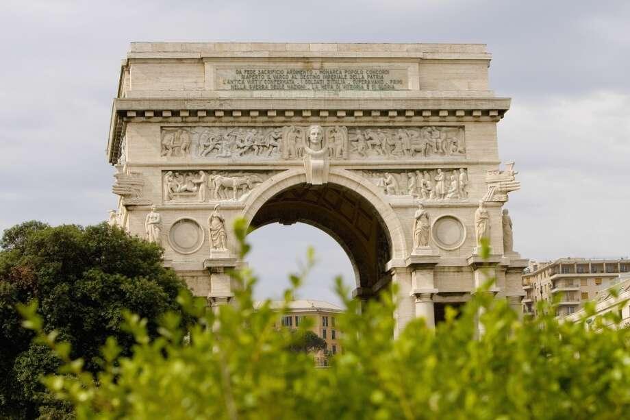 An archway in Piazza Della Vittoria.