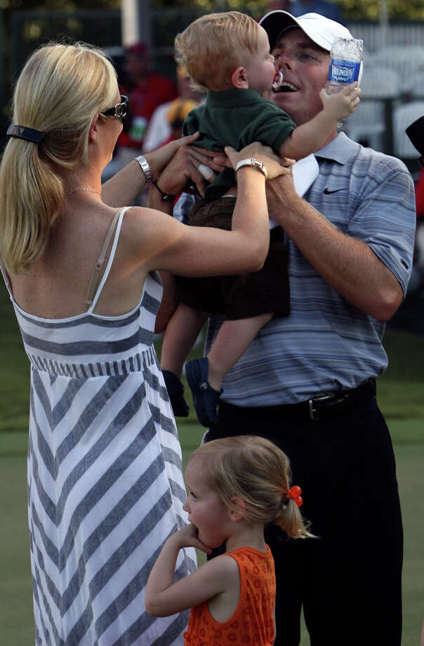 Valero Texas Open winner Justin Leonard greets his family after sinking the winning putt on the 17th hole during a sudden death playoff at La Cantera Resort in 2007. On the left is his wife Amanda and she is handing her 14-month old son Luke to Leonard. On the bottom is their daughter Avery, 2.  Photo: JOHN DAVENPORT, EN / SAN ANTONIO EXPRESS-NEWS