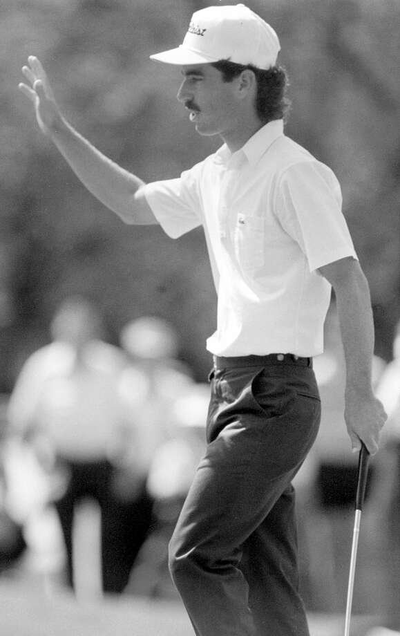 Corey Pavin acknowledges crowd applause after hitting a birdie on his way to winning a $108,000 prize at the Texas Open at Oak Hills Country Club in 1988.  Photo: DENNIS DUNLEAVY, EN / SAN ANTONIO EXPRESS-NEWS