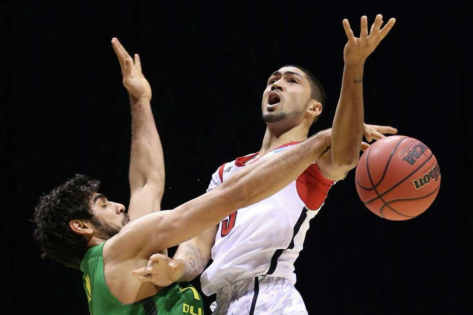 INDIANAPOLIS, IN - MARCH 29:  Peyton Siva #3 of the Louisville Cardinals loses the ball as he drives in the second half against Arsalan Kazemi #14 of the Oregon Ducks during the Midwest Region Semifinal round of the 2013 NCAA Men's Basketball Tournament at Lucas Oil Stadium on March 29, 2013 in Indianapolis, Indiana. Photo: Streeter Lecka, Getty Images / 2013 Getty Images