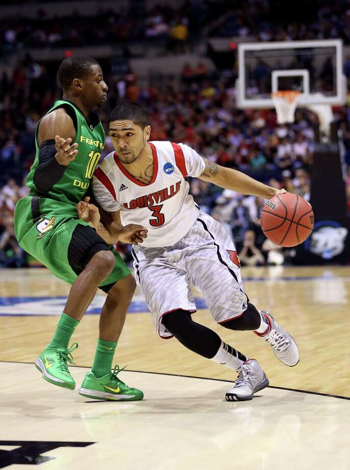 INDIANAPOLIS, IN - MARCH 29:  Peyton Siva #3 of the Louisville Cardinals drives in the second half against Johnathan Loyd #10 of the Oregon Ducks during the Midwest Region Semifinal round of the 2013 NCAA Men's Basketball Tournament at Lucas Oil Stadium on March 29, 2013 in Indianapolis, Indiana. Photo: Streeter Lecka, Getty Images / 2013 Getty Images