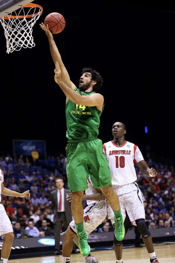 INDIANAPOLIS, IN - MARCH 29:  Arsalan Kazemi #14 of the Oregon Ducks drives for a shot attempt in the first half against the Louisville Cardinals during the Midwest Region Semifinal round of the 2013 NCAA Men's Basketball Tournament at Lucas Oil Stadium on March 29, 2013 in Indianapolis, Indiana. Photo: Streeter Lecka, Getty Images / 2013 Getty Images