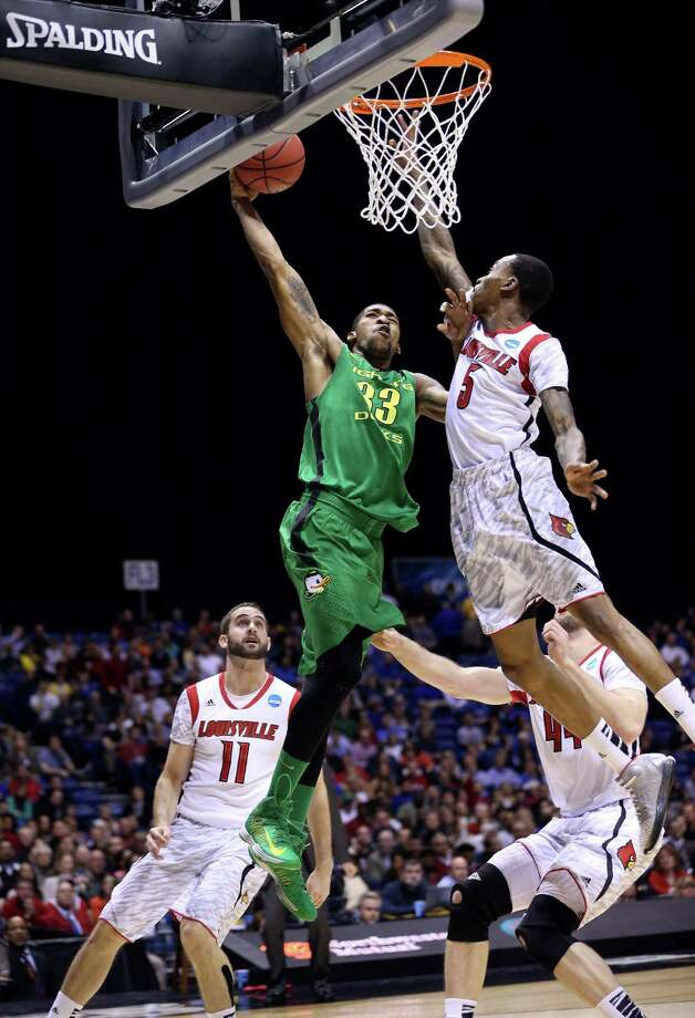 INDIANAPOLIS, IN - MARCH 29:  Carlos Emory #33 of the Oregon Ducks misses a dunk attempt in the first half against Kevin Ware #5 of the Louisville Cardinals during the Midwest Region Semifinal round of the 2013 NCAA Men's Basketball Tournament at Lucas Oil Stadium on March 29, 2013 in Indianapolis, Indiana. Photo: Streeter Lecka, Getty Images / 2013 Getty Images