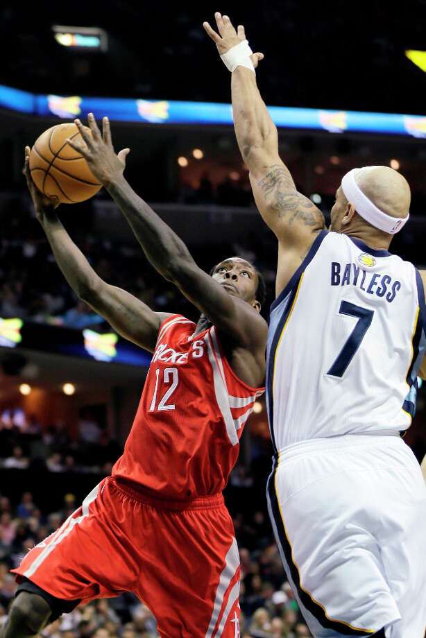 Patrick Beverley of the Rockets drives against Jerryd Bayless of the Grizzlies. Photo: Danny Johnston