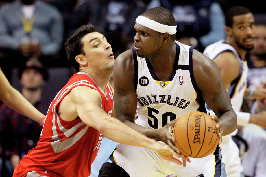 Carlos Delfino of the Rockets defends Zach Randolph of the Grizzlies. Photo: Danny Johnston