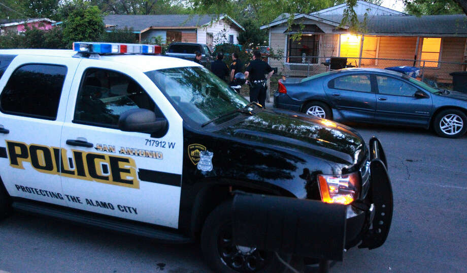 Police investigate at a house in the 4200 block of Fortuna, where three people were arrested after a 48-year-old man was fatally beaten and robbery was committed at a strip club. Photo: John Davenport / San Antonio Express-News