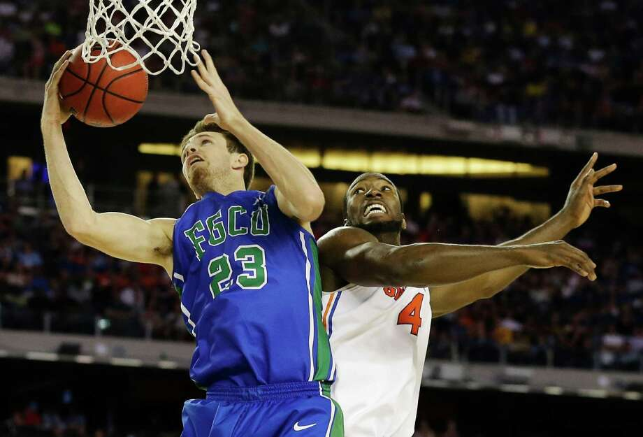 Florida Gulf Coast's Eddie Murray (23) shoots against Florida's Patric Young (4)during the first half of a regional semifinal game in the NCAA college basketball tournament, Friday, March 29, 2013, in Arlington, Texas. (AP Photo/Tony Gutierrez) Photo: Tony Gutierrez, Associated Press / AP