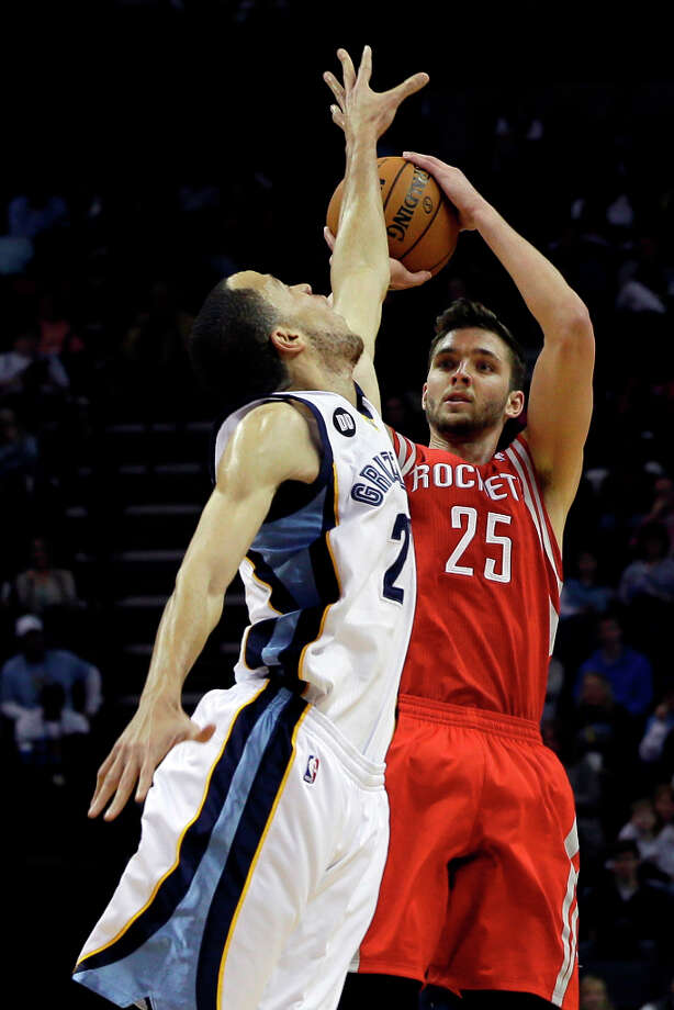Chandler Parsons of the Rockets shoots over Tayshaun Prince of the Grizzlies. Photo: Danny Johnston