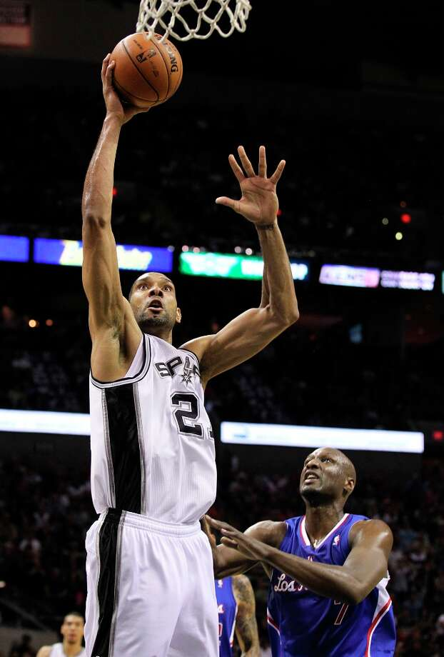 The Spurs' Tim Duncan (21) goes for a dunk against Los Angeles Clippers' Lamar Odom (7) in the second quarter at the AT&T Center on Friday, Mar. 29, 2013. Photo: Kin Man Hui, San Antonio Express-News / © 2012 San Antonio Express-News