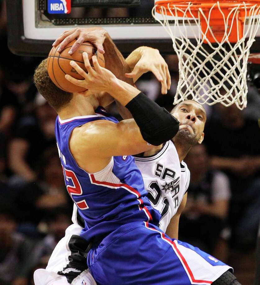 The Spurs' Tim Duncan (21) fouls Los Angeles Clippers' Blake Griffin (32) while attempting a block in the second half at the AT&T Center on Friday, Mar. 29, 2013. The Spurs defeated the Clippers, 104-102. Photo: Kin Man Hui, San Antonio Express-News / © 2012 San Antonio Express-News