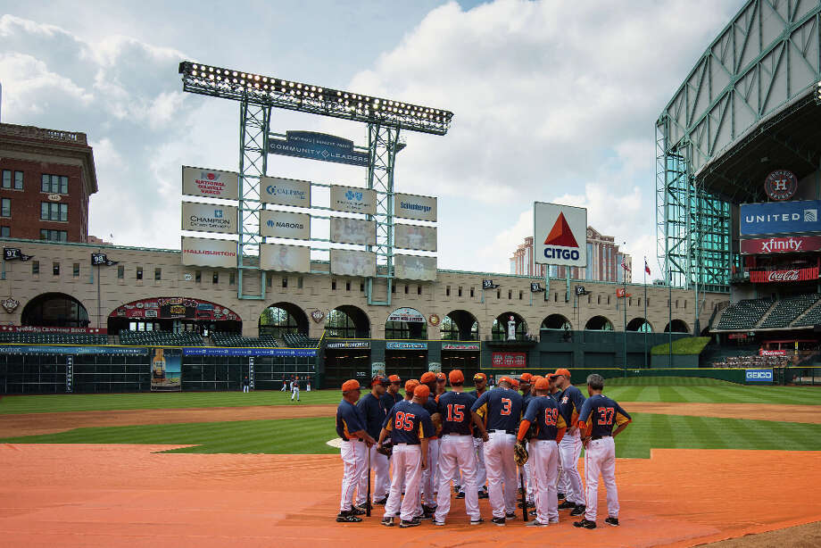 Astros players huddle before an exhibition game against the Chicago Cubs at Minute Maid Park. Photo: Smiley N. Pool, Houston Chronicle / © 2013  Smiley N. Pool
