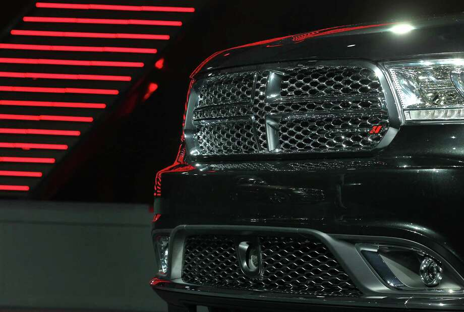 The grill of the Chrysler Group LLC Dodge Durango sport-utility vehicle (SUV) is seen. Photo: Jin Lee, Bloomberg / © 2013 Bloomberg Finance LP