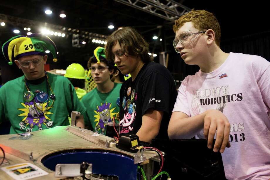 Students exchange last-minute words before a robot bout during the qualifying rounds. Photo: JORDAN STEAD / SEATTLEPI.COM