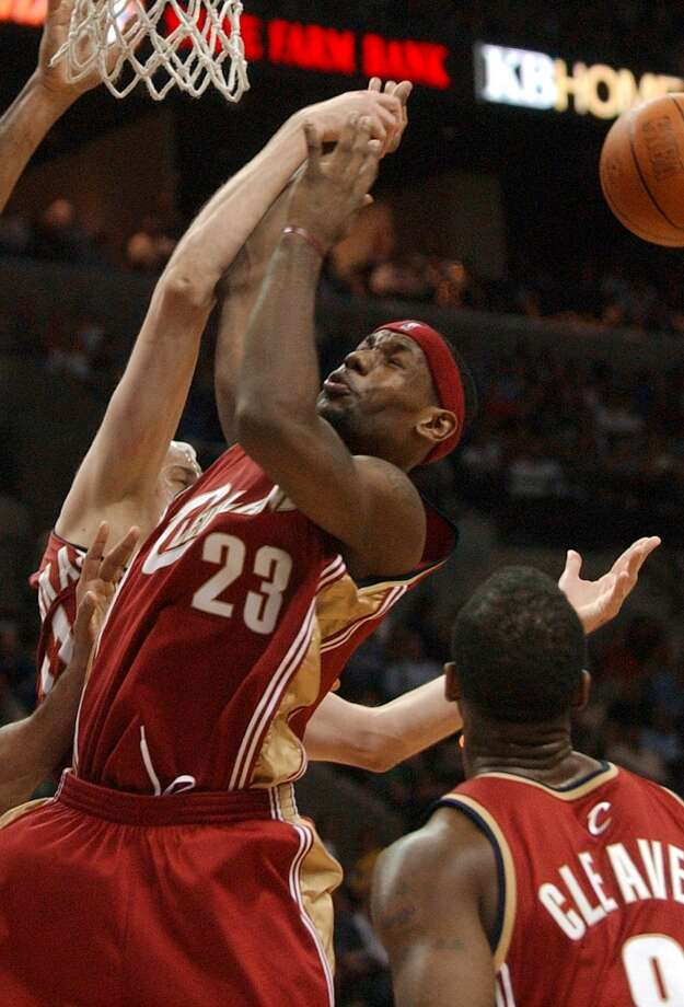 LeBron James can't hang onto the ball against the Spurs on March 29, 2004. James was held to 18 points. The Spurs won 101-93. Photo: GLORIA FERNIZ, SAN ANTONIO EXPRESS-NEWS / SAN ANTONIO EXPRESS-NEWS