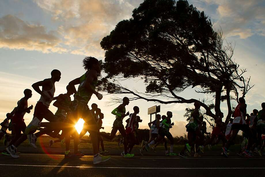 CAPE TOWN, SOUTH AFRICA - MARCH 30:  People run during The Old Mutual Two Oceans Ultra Marathon on March 30, 2013 in Cape Town, South Africa.  (Photo by Gallo Images/Getty Images)  *** BESTPIX *** Photo: Gallo Images, Getty Images