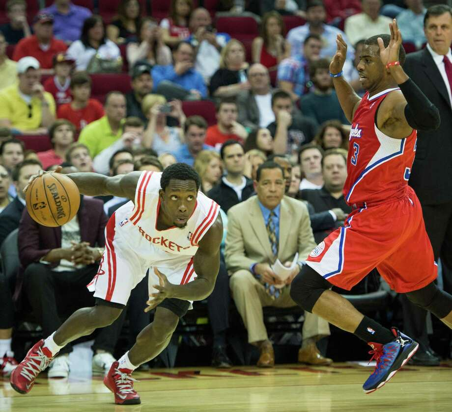 Rockets point guard Patrick Beverley drives the ball past Clippers point guard Chris Paul. Photo: Smiley N. Pool, Houston Chronicle / © 2013  Houston Chronicle
