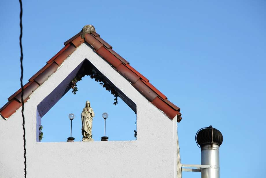 A statue of Jesus is seen on Edinburgh Street on the Excelsior Heights hill on March 24, 2013 in San Francisco, Calif. Photo: Pete Kiehart, The Chronicle / ONLINE_YES