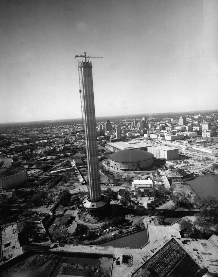 Construction on the Tower of the Americas continues on Oct. 29, 1967. Photo: UTSA Institute Of Texan Cultures / San Antonio Light Collections