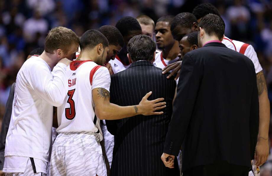 INDIANAPOLIS, IN - MARCH 31: Head coach Rick Pitino (C) of the Louisville Cardinals huddles up with his players after Kevin Ware #5 injured his leg in the first half against the Duke Blue Devils during the Midwest Regional Final round of the 2013 NCAA Men's Basketball Tournament at Lucas Oil Stadium on March 31, 2013 in Indianapolis, Indiana. Photo: Streeter Lecka, Getty Images / 2013 Getty Images