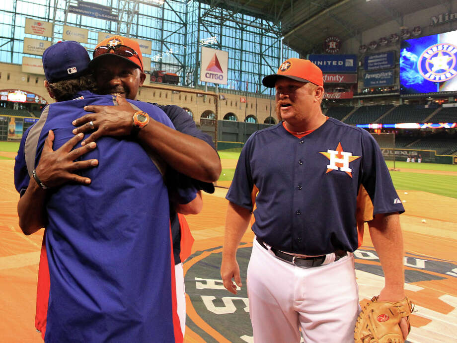 Astros manager Bo Porter (16) hugs former Astro and current Ranger Lance Berkman during batting practice. Photo: Karen Warren, Houston Chronicle / © 2013 Houston Chronicle