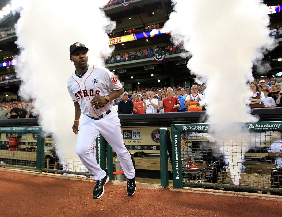 Astros manager Bo Porter runs onto the field during introductions. Photo: Karen Warren / © 2013 Houston Chronicle